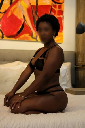 Edurne ebony escort girl, thai massage