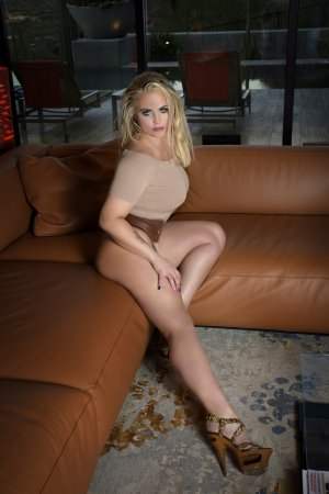 Dejana escort girl