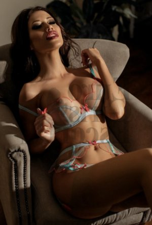 Izilda erotic massage in Altadena and escort girls
