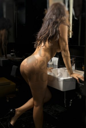 Drissia nuru massage & ebony live escort