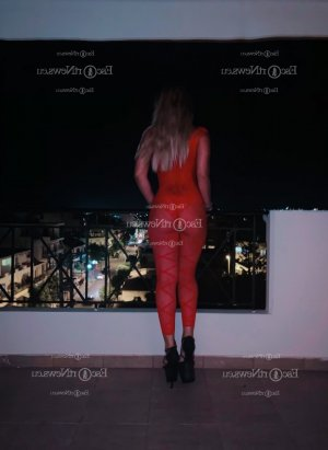 Maria-thérèse happy ending massage and escort girls