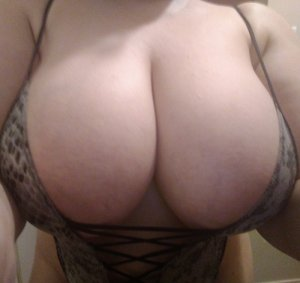 Djaouida escort girl in Pineville Louisiana, happy ending massage